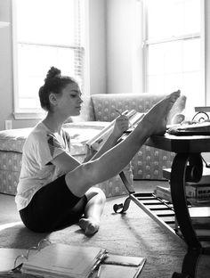 un photographe prend des photos de danseurs chez eux 5