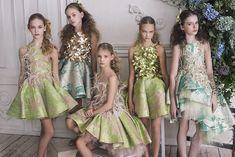 Mischka Aoki - Luxury brand for children - Fall Winter 2016 Little Dresses, Little Girl Dresses, Girls Dresses, Flower Girl Dresses, Moda Chic, Girly, Tween Fashion, Tulle Dress, Kind Mode