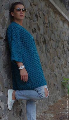 Купить или заказать Вязаный кардиган ''Бискайский залив' в интернет-магазине на Ярмарке Мастеров. Стильный,креативный,динамичный,яркий,насыщенный ,сочный,уютный,теплый вязаный кардиган ручной работы!!!Яркий цвет придаст Вашему образу индивидуальности!!!Оттенок «Бискайский залив» является разновидностью бирюзового цвета. Его роскошный подтон сочетает в себе тропическую зелень и блики морской пены, что делает его идеальным оттенком, как для тёплого осеннего дня, так и для ...