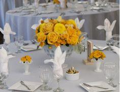 Una boda es uno de los acontecimientos más importantes en la vida de una persona, por ello los centros de mesa para boda son tan importantes y tan buscados en la planificación de la decoración de una boda. Si estásbuscando el centro de mesa para boda perfecto para tu celebración, ¡estás en el lugar adecuado! Hemos elegido una selección de fotografías e imágenes de centros de mesa para bodas que te ayudarán a inspirarte para elegir el arreglo de mesaadecuado para tu matrimonio, ¡vayamos a…