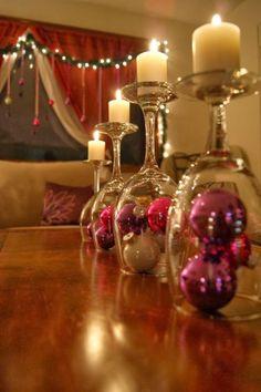 A decoração da mesa de Natal é muito importante, afinal é em torno dela que se junta a família e se comemora grande parte da quadra natalíc...