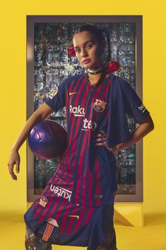 On May FC Barcelona will bid farewell to club legend Andres Iniesta. The Blaugrana will do so in its latest home kit, which is available May Fc Barcelona, Vintage Football Shirts, Football Fashion, Football Kits, Jersey Shirt, Sport Girl, Best Games, Fashion Photography, Sari