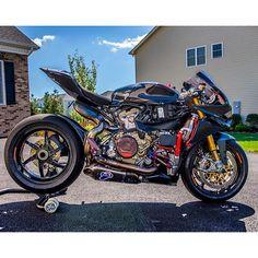 Ducati Motorcycles, Bmx Bikes, Cool Bikes, Cars And Motorcycles, Yamaha, Motorcycle Events, Motorcycle Dirt Bike, Moto Bike, Custom Sport Bikes
