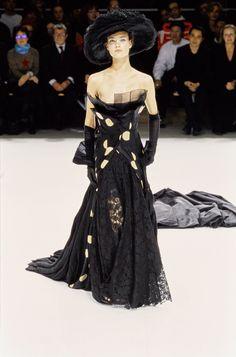 Yohji Yamamoto Spring 1999 Ready-to-Wear Collection Photos - Vogue#42#45