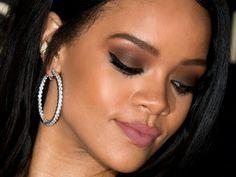 Rihanna E, Rihanna Makeup, Divas, Celebrities, Earrings, Hair, Jewelry, Fashion, Best Makeup