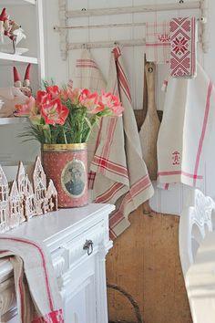 christmas.quenalbertini: A Christmas Kitchen | Vibeke Design via We Heart It
