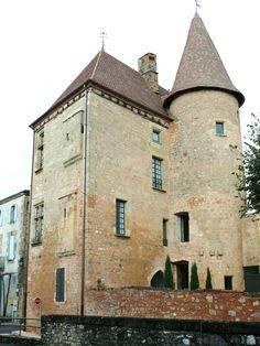 Château de Belvès ►► http://www.frenchchateau.net/chateaux-of-aquitaine/chateau-de-belves.html?i=p