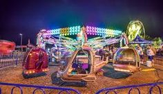 Learn how to photograph the fairground at night Fair Photography, Photography Classes, Photography Editing, Photography Tutorials, Amusement Park Rides, Carnival Rides, Digital Photography School, Camera Shy, Cool Photos