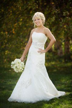Melissa looked excellent during her vineyard wedding.  Photo by Louisville Wedding Photographer David Blair.