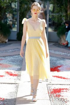 See the complete Luisa Beccaria Spring 2018 Ready-to-Wear collection.