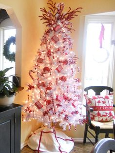 Candy Cane Tree! http://www.hgtv.com/entertaining/festive-christmas-tree-themes/pictures/page-2.html?soc=pinterest