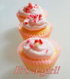 Cupcake alla vaniglia , tutti rosa! Sono quelli che ho preparato con l'aiuto della mia amica Camilla, proprio in suo onore. Camilla infa...