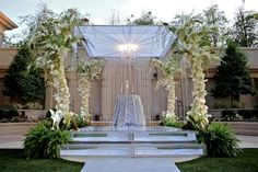 Photograph by: Unique Design Studio  |  Rentals: Chameleon Chair Collection  |  Consulting by: Dream Design Weddings