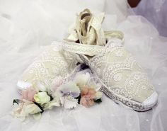 #Zapatos de esparto especiales: forrados con #tul bordado . .  #shoes