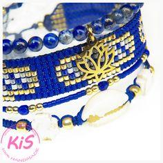 Zestaw 4 bransoletek z muszlą: - bransoletka z kamieni naturalnych - lapis lazuli - bransoletka tkana na krośnie z koralików - bransoletka minimalistyczna z koralików i hematytu - bransoletka z muszlą kauri i howlitem Kolorystyka: kobaltowy, złoty, biały  Pasuje na nadgarstek o obwodzie od 15,5 do 17,5 cm #handmade #bracelets #beadsbracelets Lotus Flower, Lapis Lazuli, Beaded Bracelets, Ocean, Flowers, Jewelry, Fashion, Moda, Jewlery