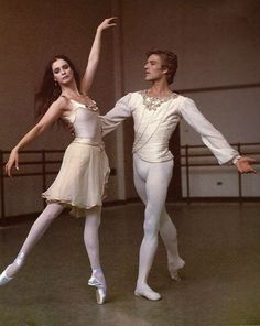 esthetisme: Suzanne Farrell and Peter Martins in costumes for George Balanchine's 'Chaconne' — New York City Ballet. Ballet Boys, Male Ballet Dancers, Ballet Pictures, Dance Pictures, Ballet Costumes, Dance Costumes, Baby Costumes, Tulle Skirt Tutorial, Famous Dancers