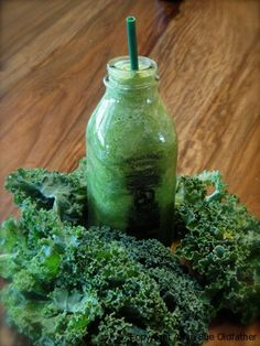 Coconut Banana Kale Smoothie - brings oxygen into your cells and provides so many minerals! Banana Kale Smoothie, Juice Smoothie, Smoothie Drinks, Smoothie Recipes, Healthy Juices, Healthy Drinks, Healthy Snacks, Healthy Fats, Superfood Recipes