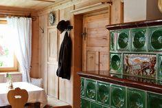 Bauernstube mit Kachelofen Chalet Design, Build A Closet, Mountain Living, Fathers Love, Antique Paint, The Beautiful Country, Dream Houses, Bavaria, Hygge
