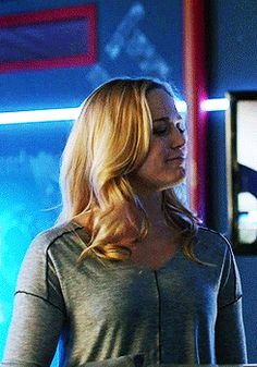 Arrow - The Canary {Sara Lance Arrow Black Canary, White Canary, Legends Of Tommorow, Dc Legends Of Tomorrow, Supergirl Dc, Supergirl And Flash, Sara Lance Arrow, Forever My Girl, Stephen Amell Arrow
