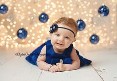 Love this background, so cute - Holiday Photography | Holiday Mini Sessions | Elizabeth Frederick Photography