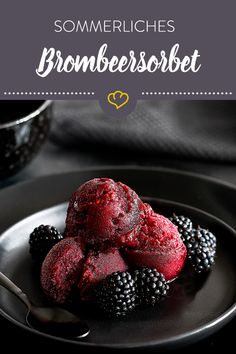 Sorbet is simply wonderfully refreshing and naturally lactose-free. This blackberry sorbet is sure to sweeten your hot days. Parfait, Ice Ice Baby, Lactose Free, Party Snacks, Blackberry, Food Photography, Bakery, Deserts, Strawberry