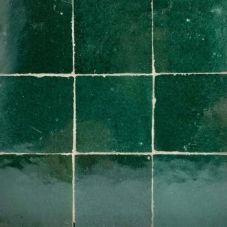 zellige alhambra donkergroen 03 First Home, Ramen, Tile Floor, Minimalist, Flooring, Ceramics, Interior, Projects, Crafts