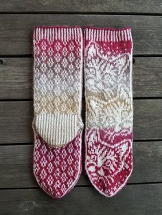 Knitting Patterns Mittens Night Toys, instruction from Snow Karmitsan book Wild boots and invaded woolen wool. Mittens Pattern, Knitting Socks, Knitting Stitches, Hand Knitting, Knit Socks, Double Knitting Patterns, Knit Stranded, Stockings, Socks
