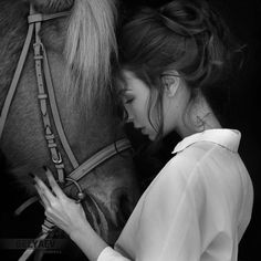 Artistic Portrait Photography Katya and Kara by Dmitry Belyaev Horse Senior Pictures, Pictures With Horses, Horse Photos, Cute Horses, Pretty Horses, Horse Love, Beautiful Horses, Animals Beautiful, Horse Girl Photography
