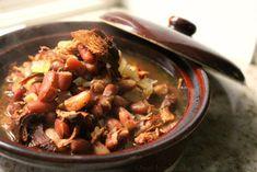 Rustic Chicken Cranberry Bean Soup - One Hundred Dollars a Month Crock Pot Soup, Crock Pot Slow Cooker, Slow Cooker Chicken, Vegetarian Soup, Vegan Soup, Bean Recipes, Soup Recipes, Yummy Recipes, Healthy Crockpot Recipes