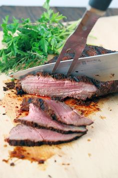 Santa Maria Style Tri-Tip - A quick and delicious recipe perfect for barbecue season! A smoky, sweet and spicy spice rub makes this cut of beef… Rub Recipes, Grilling Recipes, Pork Recipes, Cooking Recipes, Smoker Recipes, What's Cooking, Family Recipes, Yummy Recipes, Beef Dishes