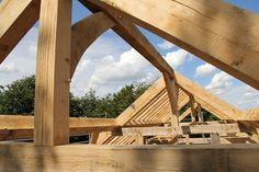 Castle Ring Oak Frame - The Ridge #timberframe Great care needs to be taken with geometry to make sure that the ridge height accurately corresponds to the underside of the rafters – basically you need to get it in the right place and you only have one shot at it. No pressure then.