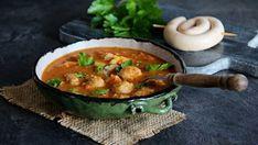 Máte rádi chuť vinné klobásy a kapusty? Tak to je tato polévka přímo pro vás. Vyzkoušet by ji ale měli všichni, protože si vás rozhodně získá, hlavně v chladných dnech! :) Chana Masala, Thai Red Curry, Ethnic Recipes, Food, Diet, Essen, Meals, Yemek, Eten