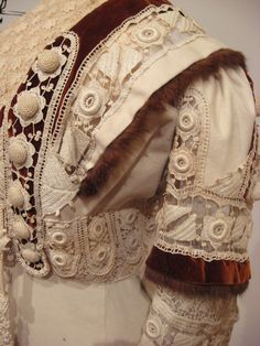 Ivory wool dress trimmed in Irish lace, brown velvet, and fur (American), 1910.