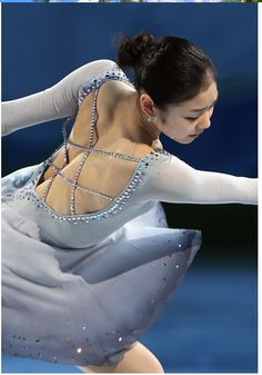 Meditation from Thais EX Vancouver Olympics Gala Figure Skating Quotes, Figure Skating Dresses, Roller Skating, Ice Skating, Kim Yuna, Beauty And Fashion, Olympic Champion, Body Poses, Sports Stars