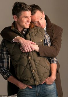 Gay Couple - Neil Patrick Harris & husband & David Burtka seriously smoulder in their new campaign for London Fog. David Burtka, Cute Gay Couples, Famous Couples, Hugs, Himym, How I Met Your Mother, Man In Love, Celebrity Couples, Role Models
