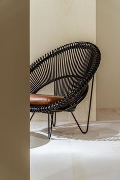 cocoon lounge chair - cocoon black - indoor serre - indoor lounge - winter terras - winter lounge - winter interieur - cognac leren kussen - cruz cocoon - vincent sheppard Casa Cook, Bali, Ral Colours, Rattan Chairs, Armchair, Swivel Chair, Relax, Lounge, The Originals