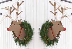 Seguimos con ideas para la Decoración de Navidad, aquí encontrarás varias ideas muy fáciles que puedes hacer para tu casa. No necesitas gastar mucho en la decoraciones, además son sencillas y sobretodo muy bonitas. Espero gusten y te ayuden a dejar hermosa tu casa u oficina. 1. Pinosde suéter Haz unos pinossencillos y bonitos para …