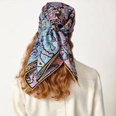 Hermes Online, Square Scarf, Silk Scarves, Womens Scarves, Shawl, Style Inspiration, Tie And Pocket Square, Small Leather Goods, Elegant Woman