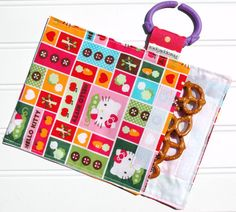 One of the cutest reusable snack bags I've seen...love it.  I could SO make these!!