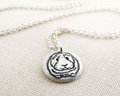What an incredibly cute little handmade guinea pig pendant necklace. Love! #jewelry #necklace #guinea_pig #cute