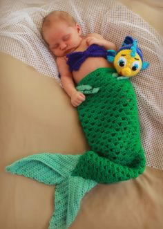 Petite sirène Ariel Baby Set / / hochet sirène par BeYOUtifulworks