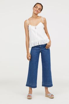 Denim blue. 5-pocket, calf-length jeans in washed denim. High waist, straight legs, and frayed raw-edge hems.