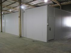 Africhill specializes in the design, manufacture and installation of high quality, modular cold and freezer rooms, cold stores in South Africa. Insulated Panels, Farm Store, Basic Tools, Storage Room, Freezer, South Africa, Cold, Environment