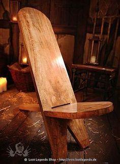 somente imagens de como fazer essa simples banquetinha com sobras de madeira: faça os recortes das peças. Para o rasgo de encaixe use a fur...