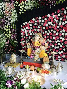 Gauri Decoration, Mandir Decoration, Ganpati Decoration At Home, Ganapati Decoration, Girl Birthday Decorations, Wedding Flower Decorations, Diwali Decorations, Festival Decorations, Decor Wedding