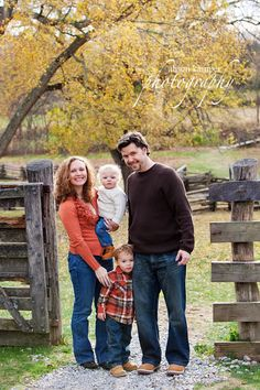 fall family..great idea!  Love the outfits colors.......