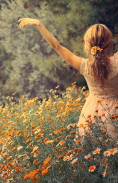 Photography dance poses freedom 43 New ideas Spiritual Gifts, Belle Photo, Pretty Pictures, Pretty Pics, Wild Flowers, Field Of Flowers, Fresh Flowers, Hair Flowers, Summer Flowers