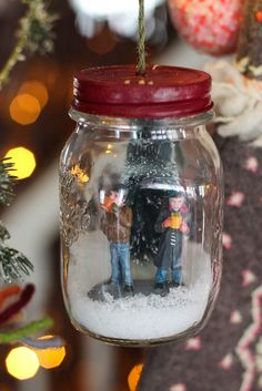 Miniature Couple in a Jar  http://www.cutecottageoverload.com/2012/12/miniature-couple-in-jar.html
