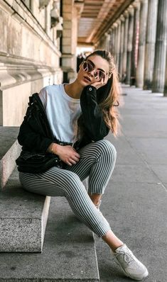 spring outfits for photoshoots best outfits - Spring outfits - Photographie Portrait Photography Poses, Photography Poses Women, Photography Portfolio, Photography Ideas, Urban Fashion Photography, Photography Outfits, Clothing Photography, Vintage Photography, Tumblr Girl Photography