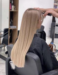 Blonde Hair Shades, Dyed Blonde Hair, Honey Blonde Hair, Blonde Hair Looks, Aesthetic Hair, Hair Highlights, Gorgeous Hair, Balayage Hair, Hair Inspiration